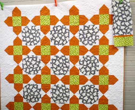 SnT Halloween quilt with pillowcase_M